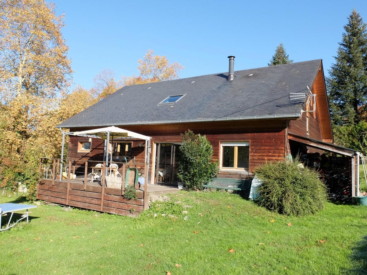 Atypique maison en bois abafim immobilier for Immobilier maison atypique