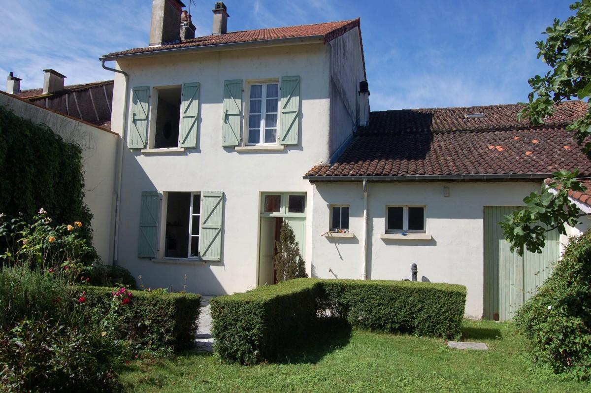 Maison jardin et d pendances abafim immobilier for Jardin immobilier